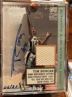 2002 Topps Tim Duncan Auto Game Worn Jersey Card HOF Numbered to 21. RARE