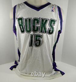 2004-05 Milwaukee Bucks Daniel Santiago #15 Signed Game Used White Jersey DP1053