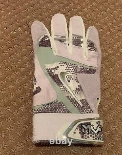 Mike Trout GAME USED 2016 MVP SINGLE BATTING GLOVE game worn SIGNED auto ANGELS
