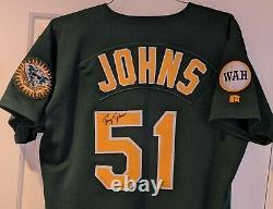 1995 Doug Johns Jeu Utilisé / Porté Oakland Athletics Vert Signé Jersey- Wah Patch