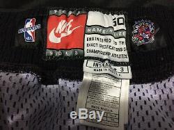 1998-99 Vince Carter Utilise Un Chandail Usé Et Signé Avec Les Shorts Des Raptors De Toronto