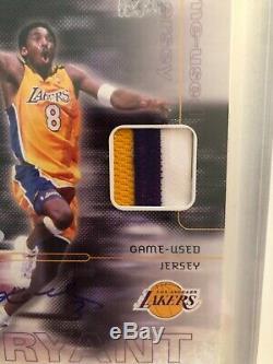 2001 Ud C-card Kobe Bryant Signé Tri Color Jersey Game-utilisé 11/100 Uda Avec Étui