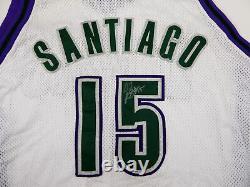 2004-05 Milwaukee Bucks Daniel Santiago #15 Signé Jeu Utilisé Maillot Blanc Dp1053