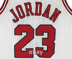 Bulls Michael Jordan Authentic Signé 1997-1998 Jeu Utilisé Blanc Nike Uniforme Bas
