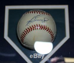 Ken Griffey Jr. Autographed Baseball Avec Psa Et Piece Of Jeu D'occasion Affichage Bat