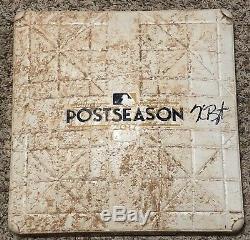 Kris Bryant A Signé La Série Postscolaire De La Lnds De 2017 Lors De L'utilisation Des Cubs De La Base De Chicago