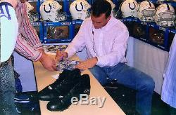 Peyton Manning - Jeu Signé - Souliers De Travail Usés - Saison 2004 - Jsa & Loa De Manning